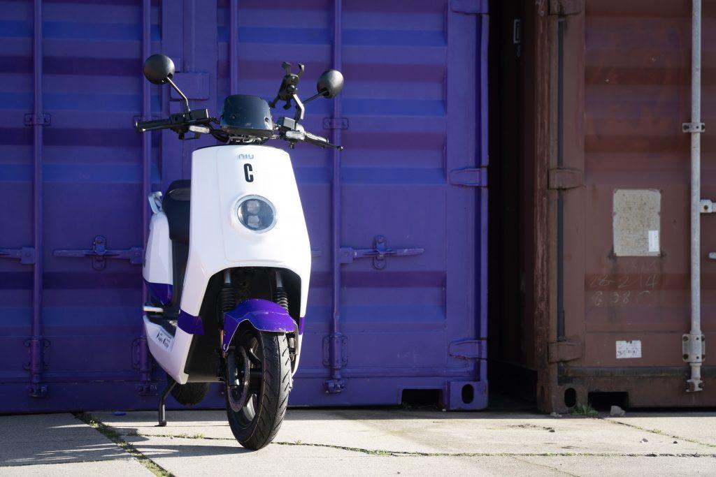 Alles over Check: elektrische scooter huren in Rotterdam en Amsterdam, binnenkort ook in Den Haag en Breda